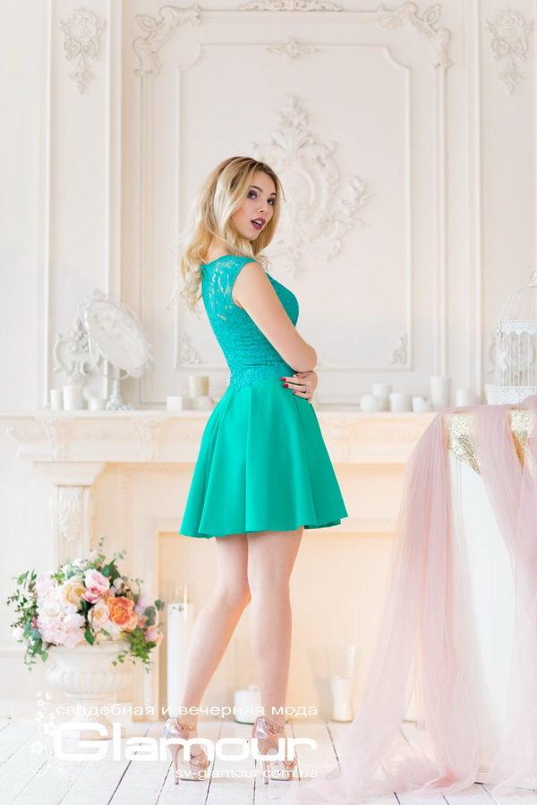 Зеленое платье для выпускницы на выпускной бал.