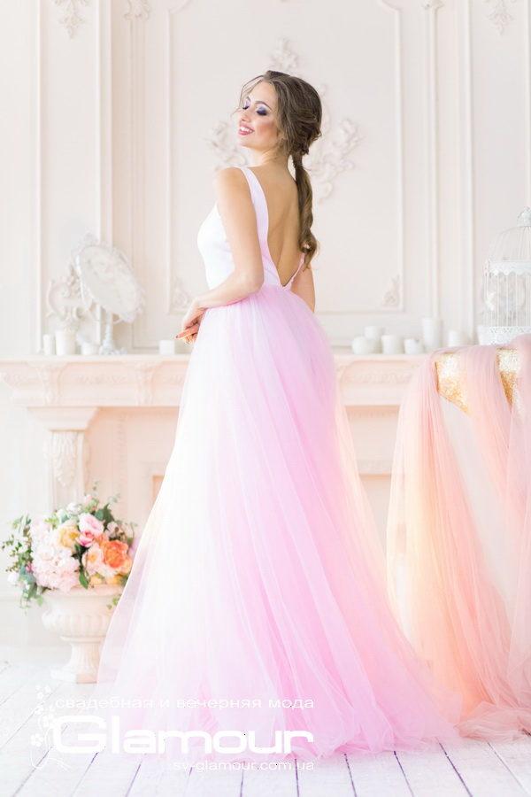 Вечернее платье розового цвета соткрытой спиной. Платье для невесты.