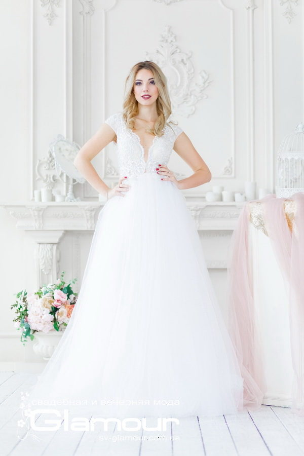 Свадебное платье из нежнейшей сетки и гламурного кружева, тренд 2019 года.