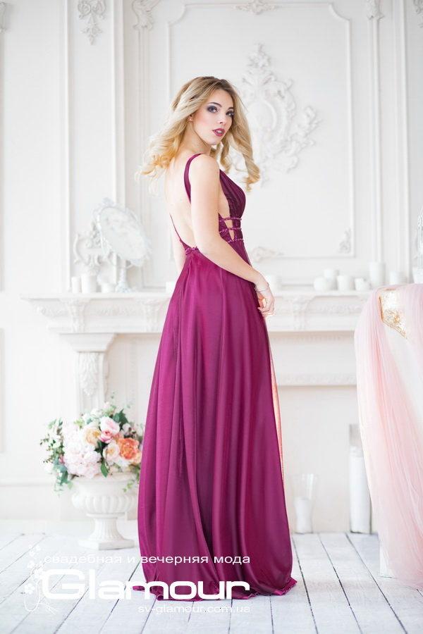 Вечернее плоатье сливового цвета,платье в пол с глубоким V-образным декольте