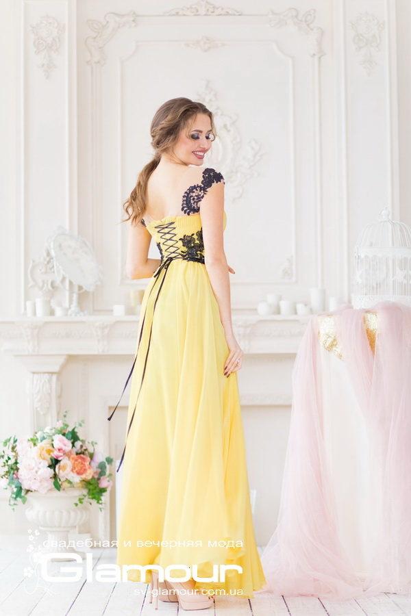 Желтое вечернее платье из шифона. Ажурное черное кружево создает контраст и шик!