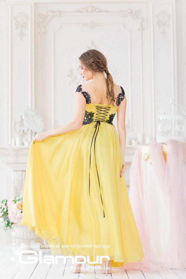 Желтое вечернее платье бесспорно подойдет для выпускного бала. Вы будете самой яркой и эффектной!